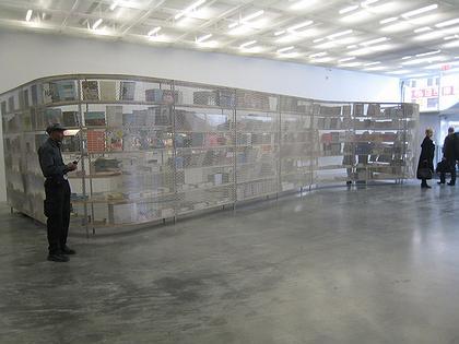 Новый музей современного искусства. Книжный магазин на первом этаже