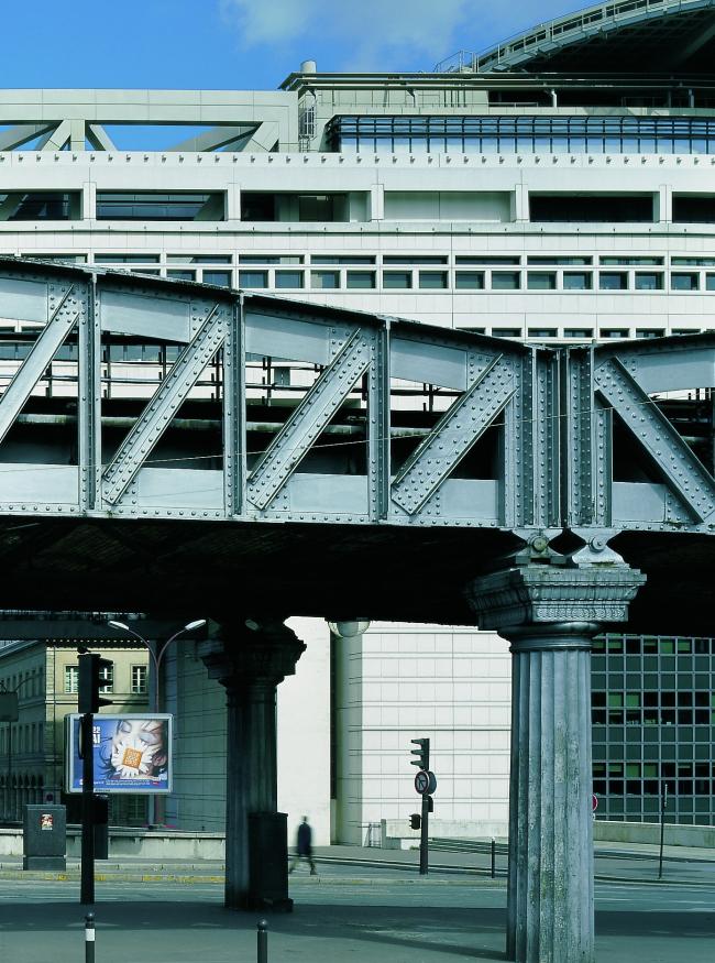 Эстакада метро и фрагмент фасада © Paul Chemetov, Borja Huidobro
