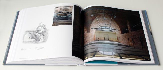 The attics open for the visitors' inspection // Oleg Yavein. Hermitage XXI century. New Museum in the Joint Staff. London: Thames & Hudson Ltd., 2014. Photo: Julia Tarabarina, Archi.ru
