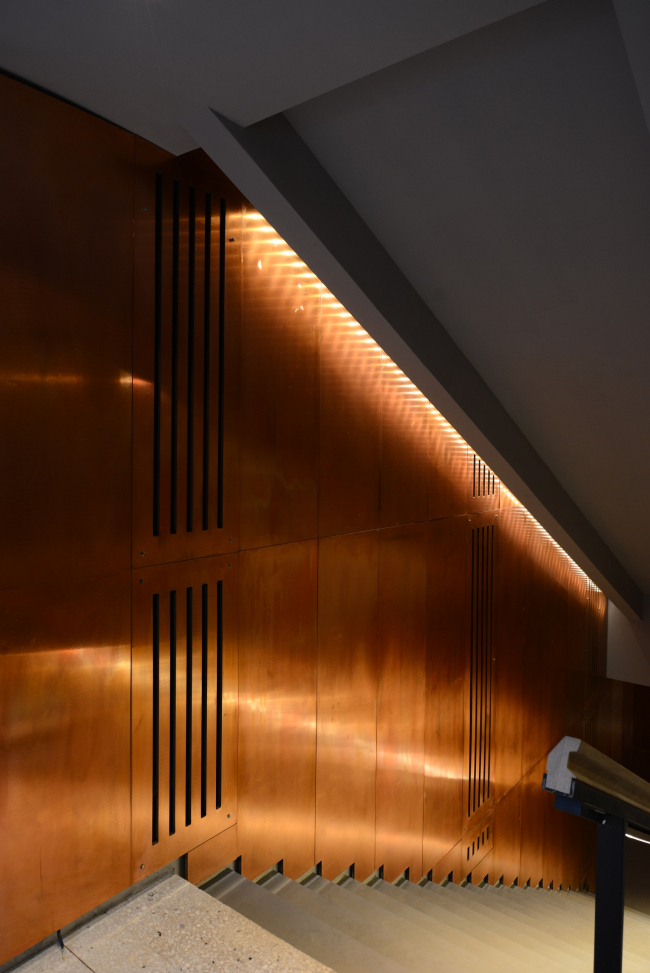 """Descent to the cloakroom, basement floor. The walls are covered with copper panels. """"Electrotheater Stanislavsky"""". Photo © Ilia Ivanov, 2014"""