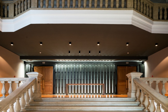 """Stairway and a view of the main hall entrance. """"Electrotheater Stanislavsky"""". Photo © Ilia Ivanov, 2014"""