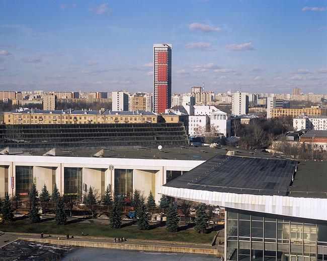 Жилой комплекс с подземной автостоянкой на улице Сельскохозяйственной. Фотография © Николай Кулебякин