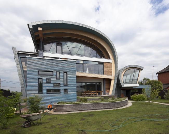 Country house. The lake facade © Roman Leonidov architectural bureau