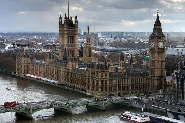Вестминстерский дворец в Лондоне (1840–68, архитекторы Ч. и Э. Барри, О. Пьюджин). Фото: David Castor. Лицензия: Общественное достояние