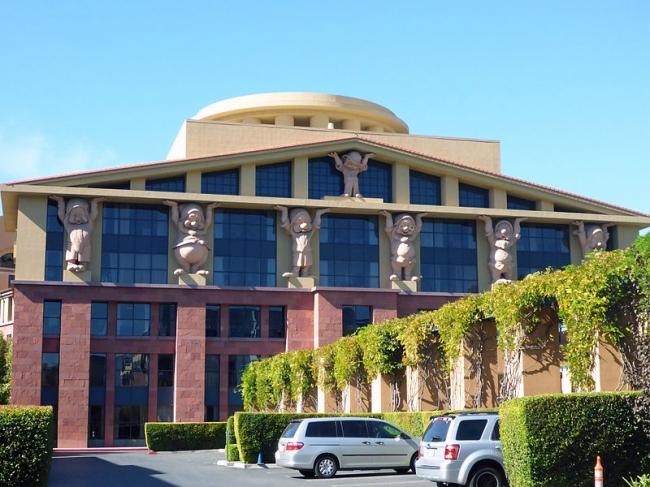 Здание Team Disney в Бербанке, штат Калифорния. Фото: Coolcaesar. Лицензия: Creative Commons Attribution-Share Alike 4.0 International