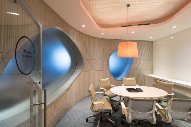 "Yandex HQ on Leo Tolstoy Street (second stage). Meeting room © ""Atrium"" Architectural Bureau"