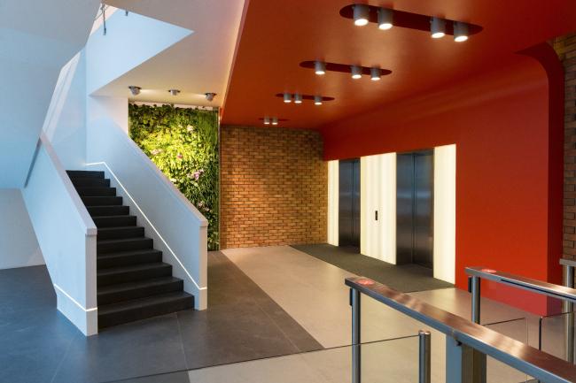 "Yandex HQ on Leo Tolstoy Street (second stage). Corian clam shell stairway © ""Atrium"" Architectural Bureau"