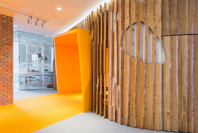 """Yandex HQ on Leo Tolstoy Street (second stage). Finish in the form of a wooden grid © """"Atrium"""" Architectural Bureau"""