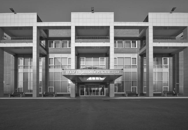 Центр социальной реабилитации инваидов и детей инвалидов. Фасад по ул. Чудновского. Постройка, 2010. Фотография © Шабловский Г. С.