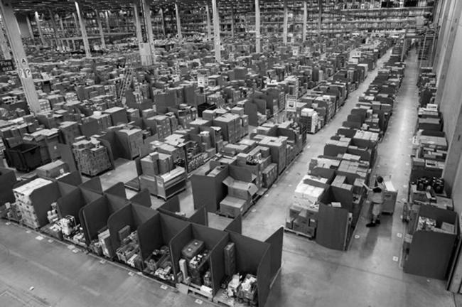 Прообраз из склада с коробками © PROA