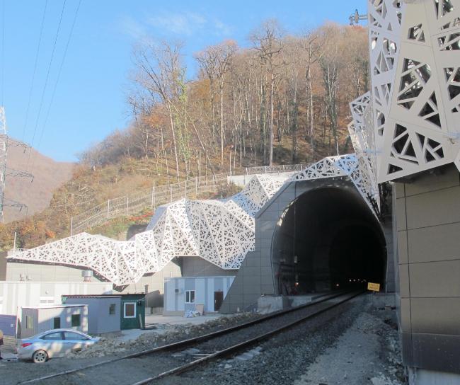 Портал железнодорожного тоннеля в г.Адлер © ГрандПроектСити