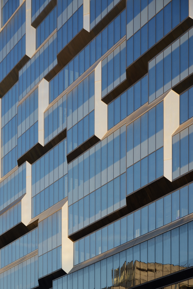 Multifunctional complex President Plaza. Fragment of the facade © Aleksey Naroditsky