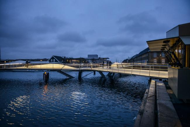 Мосты для пешеходов и велосипедистов через каналы Кристиансхаун и Транграун © Christian Lindgren