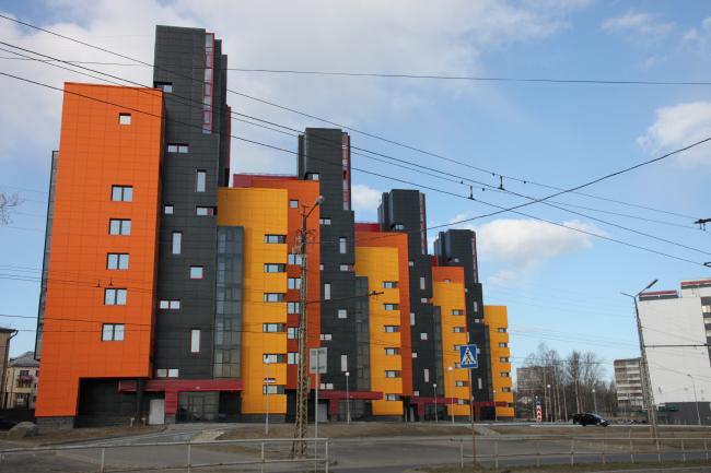 Многоквартирный жилой дом на набережной Варкауса в г. Петрозаводск © Петрозаводскархпроект
