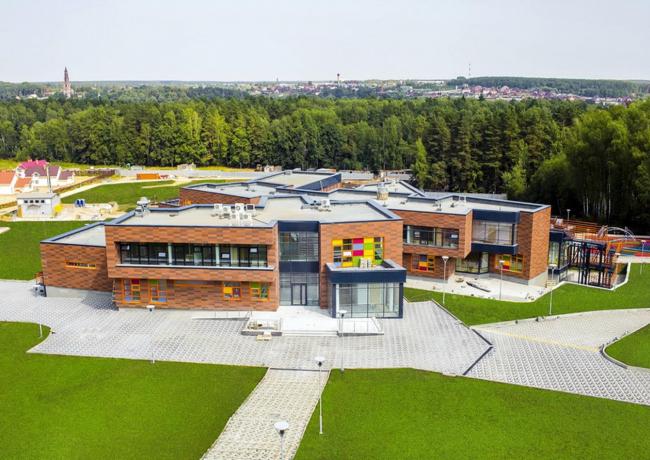 Школа «Абсолют» в деревне Райсеменовское МО. Фото: «Лаборатория виртуальной архитектуры»
