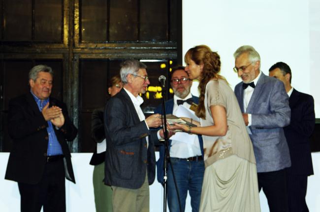 Награждение Виктора Логвинова. Фотография Аллы Павликовой