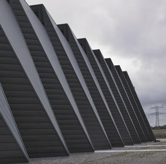 Электростанция в Вайене (Дания). Проектировщик: C.F. Møller Architects. Заказчик: Energinet.dk. Материалы: Rheinzink. Фото: Helene Hoyer Mikkelsen