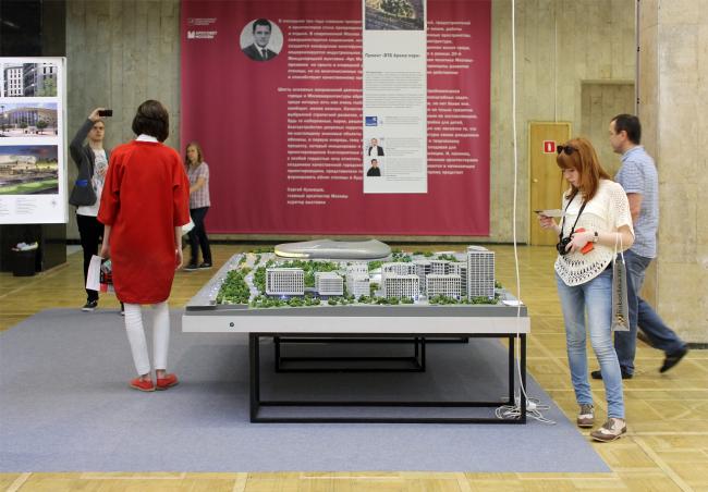 На экспозиции «Архитектурная политика»: стенд ВТБ Арена Парк. Фотография Юлии Тарабариной