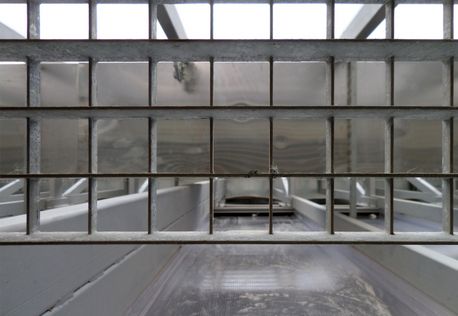 Behind the polycarbonate wall. Photograph © Ilia Mukosey