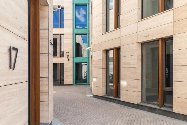 Бизнес-центр Bank side в Наставническом переулке. Реализация, 2013. Фотография © Мастерская ADM / Анатолий Шостак