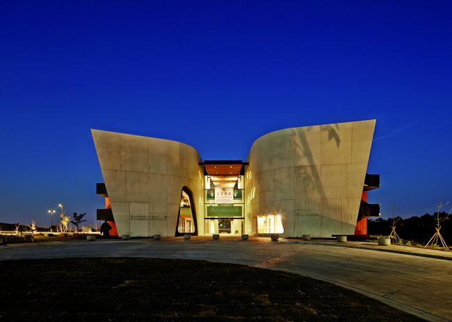 Институт и культурный центр Нан-Тьен © Peter Bennetts