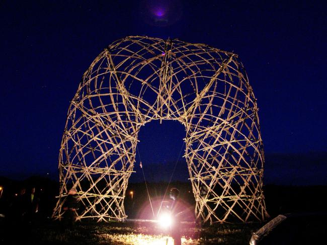 Структурная конструкция из веток – Кыйе. Фото: Давид Кубик. Предоставлено Галереей ВХУТЕМАС
