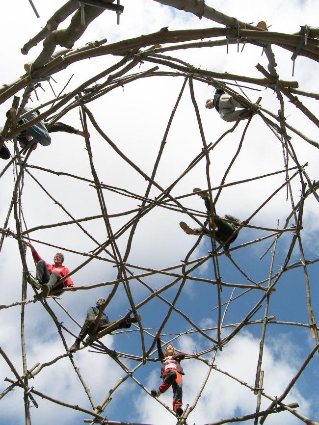 Структурная конструкция из веток – Максов. Фото: Давид Кубик. Предоставлено Галереей ВХУТЕМАС