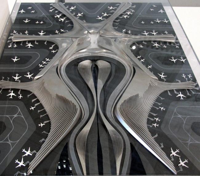 Новый аэропорт Пекина, проект 2014. Ретроспективная выставка Захи Хадид в Государственном Эрмитаже. Фотография © Павел Олигорский, archi.ru
