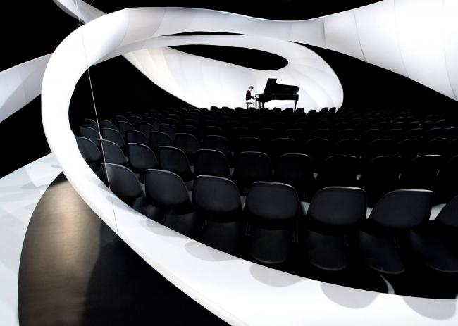 Архитектурная инсталляция для концертного зала в Художественной галерее Манчестера © Zaha Hadid Architects