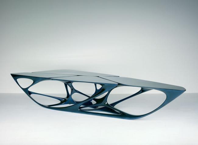 Стол Mesa. Автор: Заха Хадид © Vitra