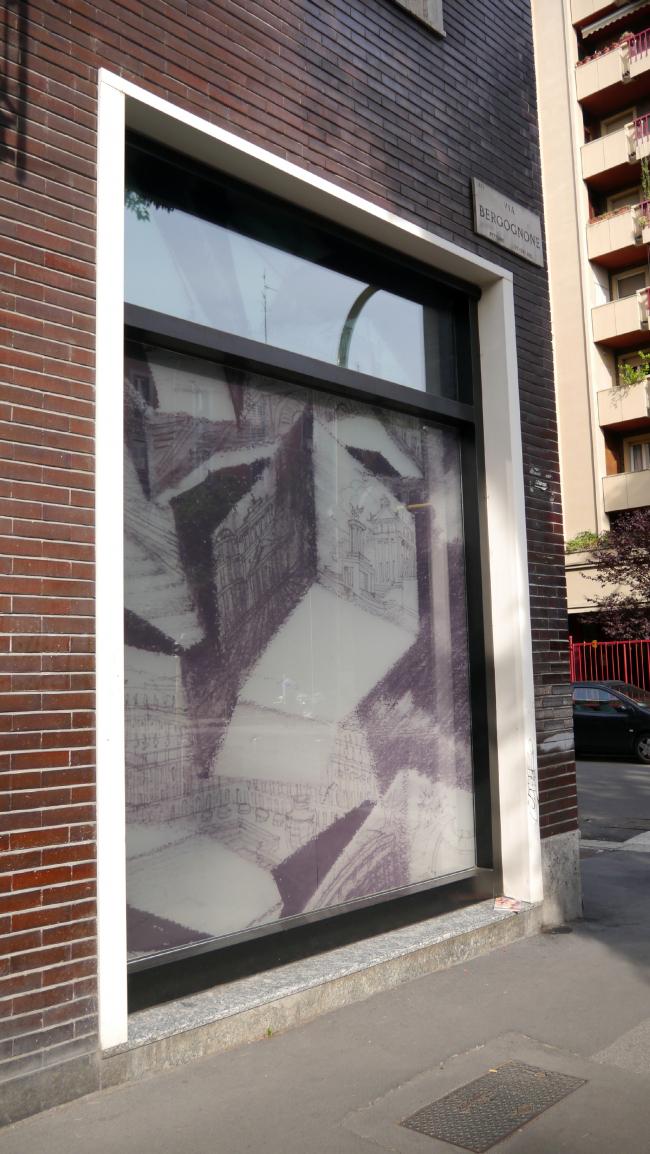 Выставка рисунков Сергея Чобана «Реальность и фантазия» в Милане. Фотография © Анна Мартовицкая