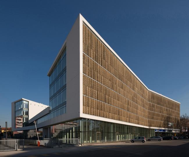 Офисный комплекс Green Place в Милане, построенный бюро Goring & Straja Architects в 2014 году. Фотография © Stefano Gusmeroli