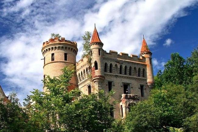 Часть замка усадьбы «Муромцево». Фотография © VladiMens, wikimedia, CC BY-SA 3.0