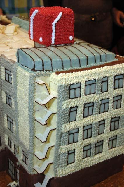 Фрагмент торта. Лестница из шоколада, стекло из глазури.