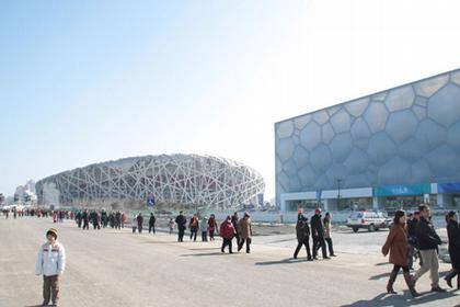 Национальный центр водных видов спорта и Олимпийский стадион. Фото Chris Bosse