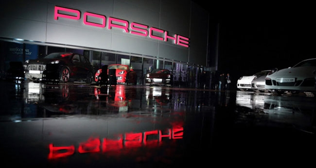 Автосалон Porsche. Фото: porsche-rolf.ru