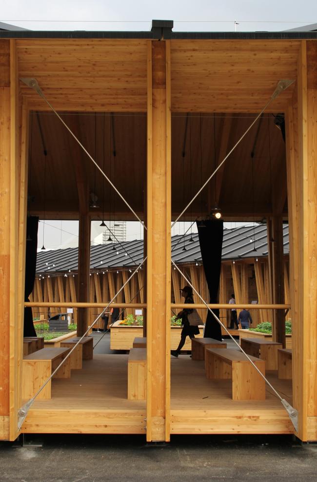 Павильоны Slow food («Медленной еды»), Herzog & de Meuron. Деталь: прозрачная конструкция из клееной древесины укреплена металлическими стяжками. Фотография © Юлия Тарабарина
