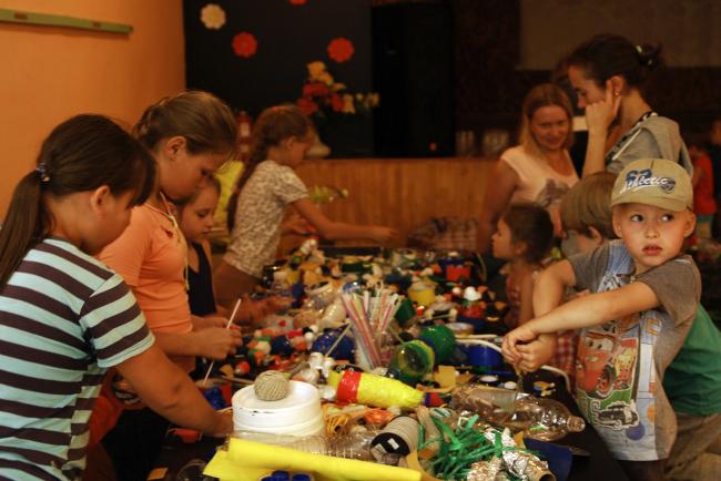 Фестиваль «Архстояние–2015».  Детские мастерские в ДК Звизжи. Фотография Дмитрия Павликова