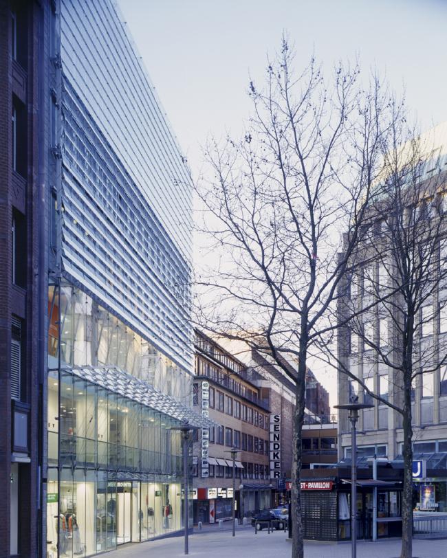 Торговый и офисный центр на Кляйне Розенштрассе. Фотография © Christoph Gebler