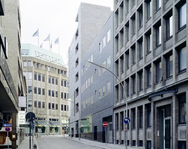 Торговый и офисный центр на Кляйне Розенштрассе. Фотография © Claus Graubner