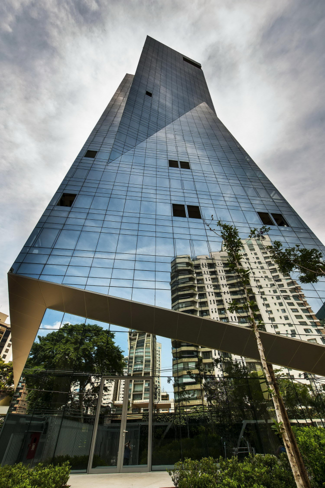 Башня Vitra © Romulo Fialdini