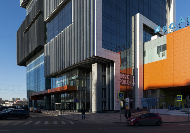 "Shopping and business center ""Vodny"" © Atrium Architects"