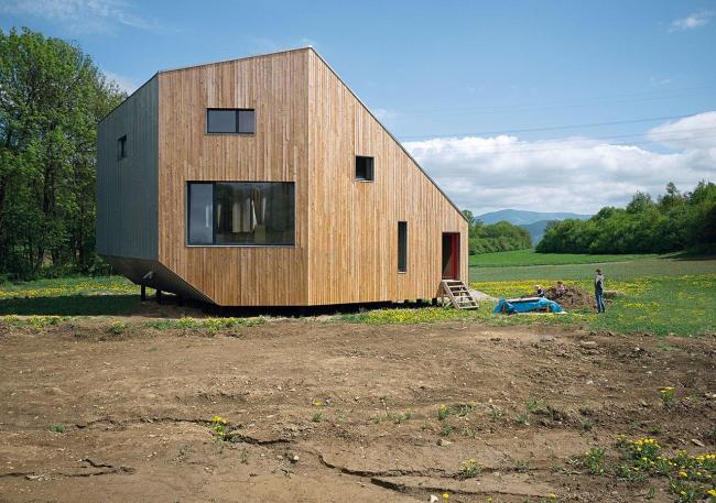 Деревянный дом в Словакии, созданный с применением технологий от компаний RHEINZINK и VELUX © Pavel Meluš, Oximoron
