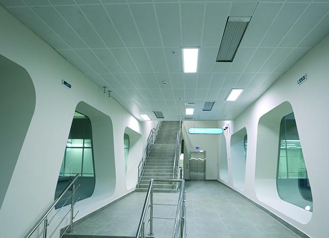 Подвесной металлический потолок–акустические панели HOOK-ON система H-100. Фоторафия © Татьяна Бесчастная