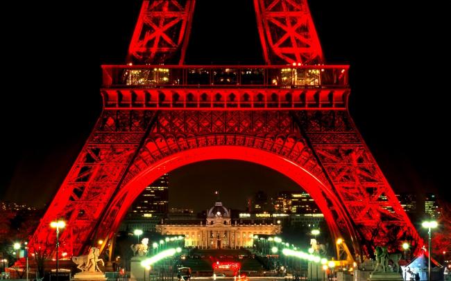 Эйфелева башня. Ночная подсветка.