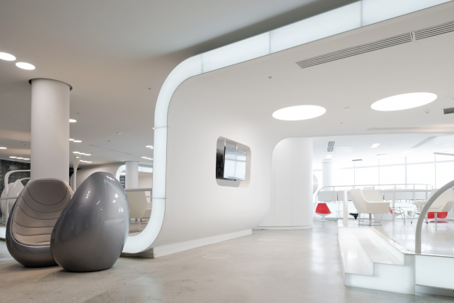Интеньер нового терминала международного аэропорта Курумоч в Самаре. Зона VIP–lounges © Архитектурное бюро Nefa Architects. Фотограф Илья Иванов