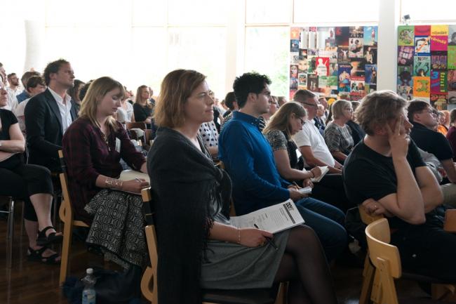 Участники симпозиума в фойе Городского театра Ювяскюля. Фото: Alvar Aalto Symposium