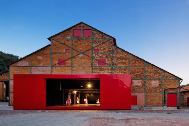 Марселу Феррас. Театр в городе Пирасикаба. Фото: Nelson Kon