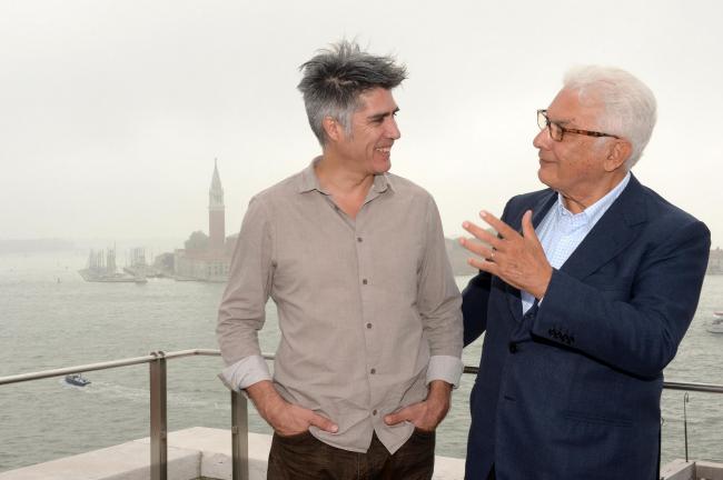 Алехандро Аравена и президент Фонда Биеннале Паоло Баратта. Фото: Giorgio Zucchiatti. Предоставлено Biennale di Venezia