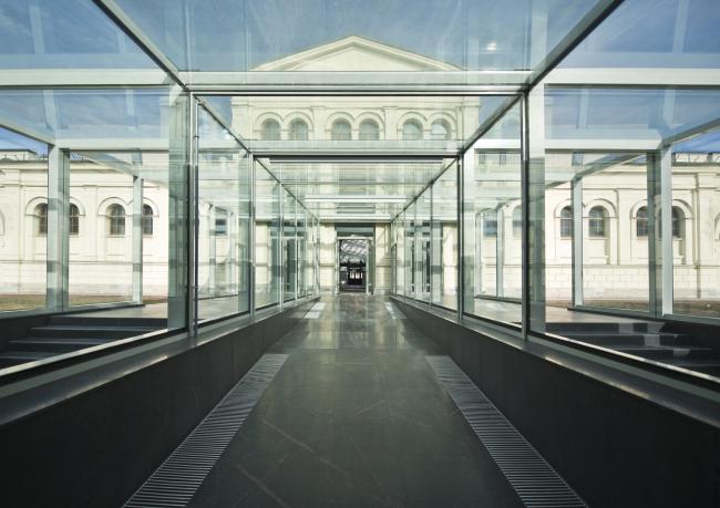 The main building of the Higher Management School of Saint Petersburg State University. Complete building, 2014. Photo © Margarita Yavein, Tatyana Strekalova